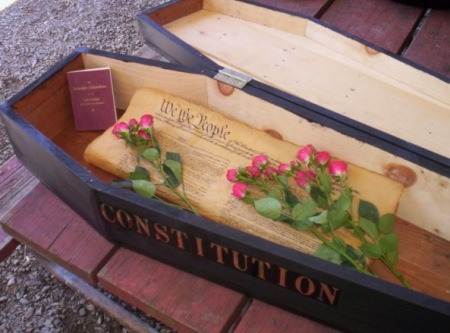 20120618-constitution-coffin