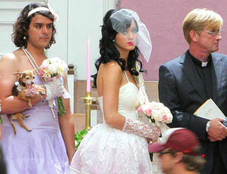 "Katy Perry films ""Hot N' Cold"""