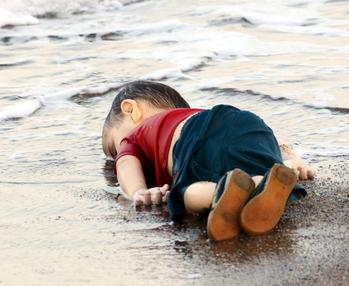 Alan Kurdi dead on beach