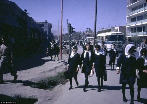 Kabul - 1967 - High School girls - Afghanistan