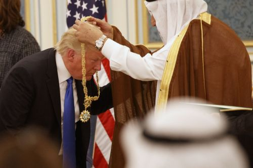 Saudi King Salman gives the Collar of Abdulaziz Al Saud Medal to Donald Trump